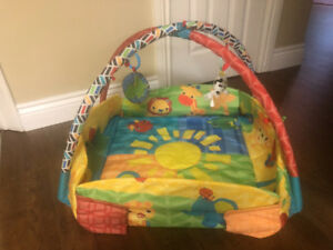 Infant activity gym with sides