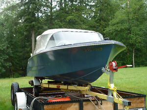 """Vintage 14' 3"""" K&C Thermo Glass Boat"""