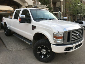 2010 Ford F-350 Lariat FX4 only 48000km on the engine!!!