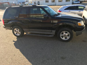 Ford Explorer 4X4!!! Great winter vehicle!!!