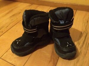 Boys winter boots - size 5T