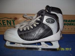Senior Goalie Skates Size 7 (CCM Super Tacks 652)