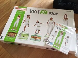 Wii Fit Plus Balance Board - Standard Edition + extra Games