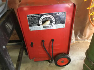 LINCOLN 225 STICK WELDER IN GREAT SHAPE  NEW PRICE