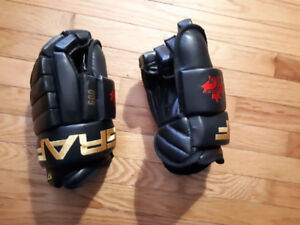 New Graf Hockey Gloves Size Medium Adult