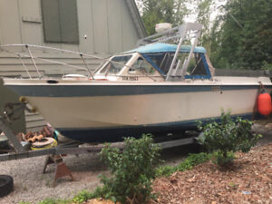 1972 Uniflite 23 feet open sport fisherman