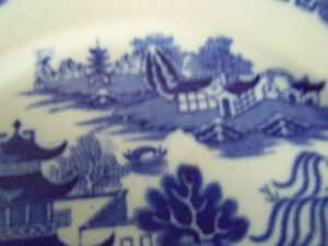 VINTAGE BLUE WILLOW PLATE ENGLAND/ London Ontario image 2