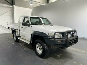 2011 Nissan Patrol GU MY08 DX (4x4) White 5 Speed Manual Coil Cab Chassis Beresfield Newcastle Area Preview