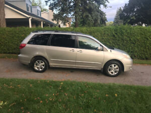 2005 Toyota Sienna - Great condition w. Winter and Summer Tires