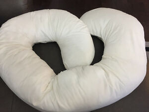 LIKE NEW - Snoogle pregnancy body pillow