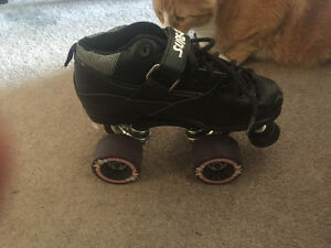 ***Just like new!*** size 4 women's/kids Roller skates!