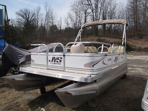 16ft Pontoon 25hp Suzuki Fourstroke EFI