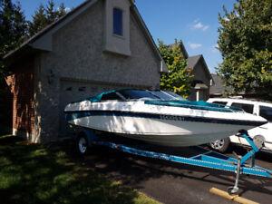 19 ft Bowrider Genesis Boat