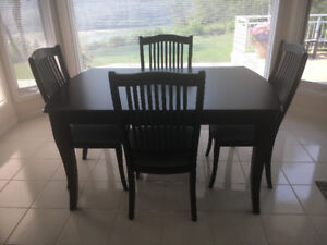 Prestine Dinette Set With 4 Chairs