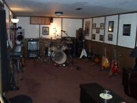 guitar player seeking singer, bass &drum for classic rock covers