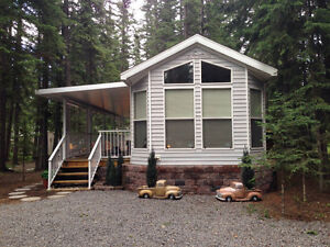 Beautiful 2004 Park Model & Oversized treed lot Sundre, AB