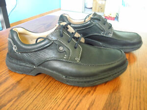 CLARKS Brand new never worn. Size is 7.5