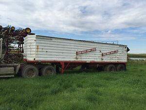 1985 Doepker grain trailer
