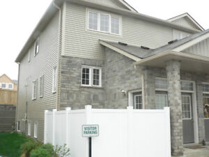 SPACIOUS 3 BEDROOM TOWNHOUSE CONDO– Available Nov 15