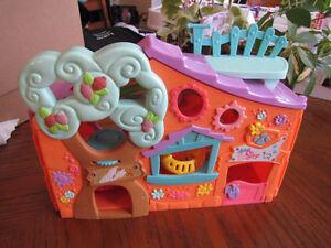 Petite maison Littlest Petshop avec accessoires Québec City Québec image 1