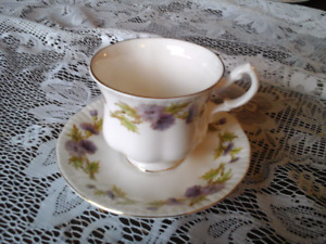 FINE BONE CHINA TEACUP,   QUEEN ANNE, Purple Thistles
