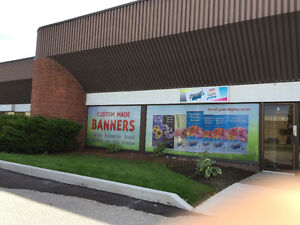 Show your product / service to public - pull up banner stand Windsor Region Ontario image 3