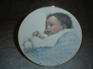 BABY BOY COMMEMORATIVE BIRTH COLLECTOR PLATE & HOLDER - MINT