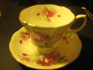 "ROYAL ALBERT BONE CHINA ""PINK & RED ROSES"" CUP & SAUCER (MINT)"