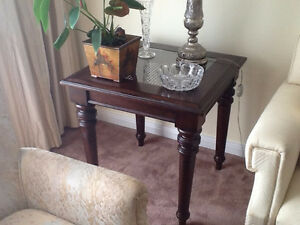Bombay Island State End Table - Mint Condition