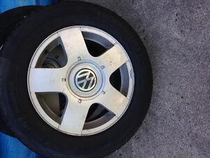 4 jantes avec pneus VW