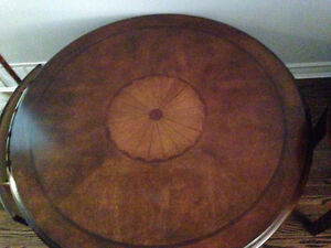 BEAUTIFUL ROUND COFFEE  AND END TABLES IN GREAT CONDITION London Ontario image 3