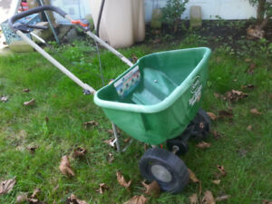 Delux Lawn Spreader for grass seed or feed