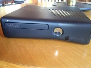 Xbox 360 slim, kinect, controllers and games