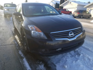 2007 Nissan Altima in leather seats