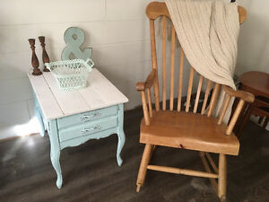 Cute distressed shabby end table