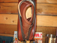 MEN'S BOWLING SHOES AND CASE