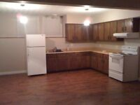 Mins to downtown Large Bright 3 bedroom