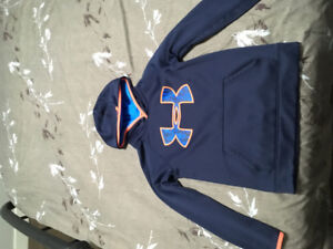 Under Armour Hoodie - youth medium
