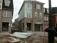 4 bdrm End Unit Townhouse - Mississauga Rd and Bovaird