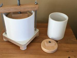 Home Cheese Press / Presse à fromage maison
