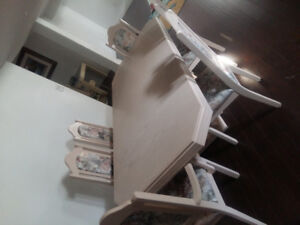 Brand new never used dinning room table and 6 chairs