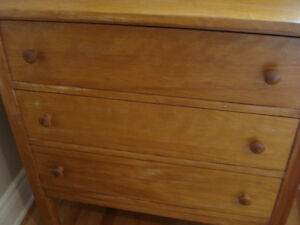 Antique dresser with mirror West Island Greater Montréal image 3
