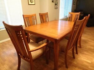 Dining table with extension insert and 6 chairs