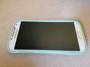 Samsung Galaxy S4 with 2 Cases
