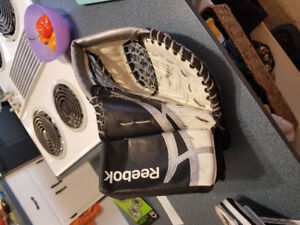 Youth LG reebok glove and blocker good condition