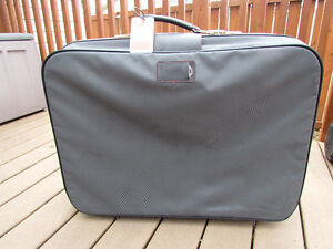 Samsonite Suitcase grey in great condition,with rollers,light Strathcona County Edmonton Area image 3