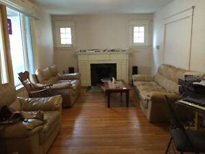 room for rent in a two story house .long term or short term