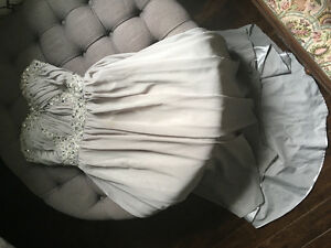 Bridesmaid/prom dress size 2
