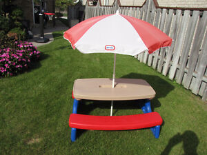 Little Tikes easy store picnic table Windsor Region Ontario image 3