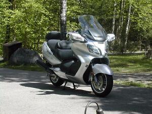 Maxi scooter Burgman 650cc
